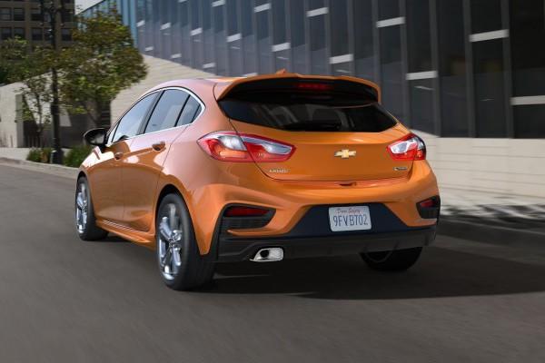 2017-Chevrolet-CruzeHatch-Detroit-2-740x400