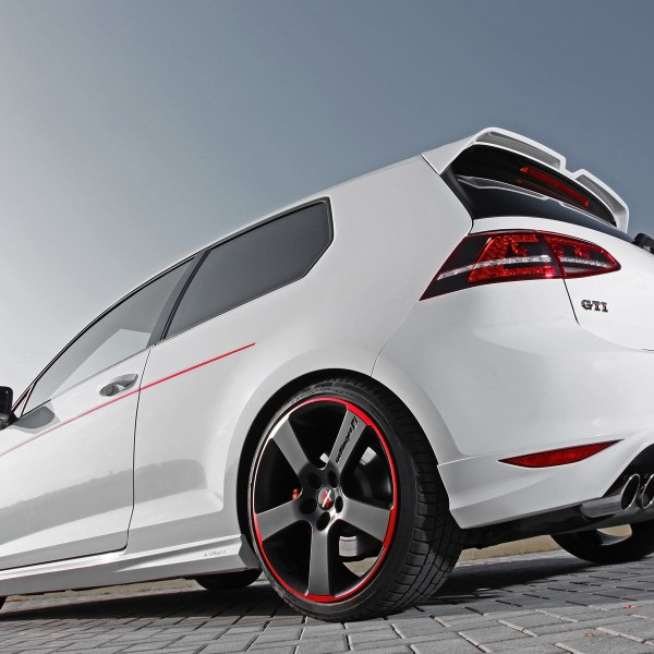 2014-Oettinger-Volkswagen-Golf-VII-GTI-Static-4-1920x1200