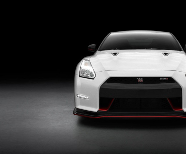 2016-nissan-gtr-nismo-front-view-white-red-detailing