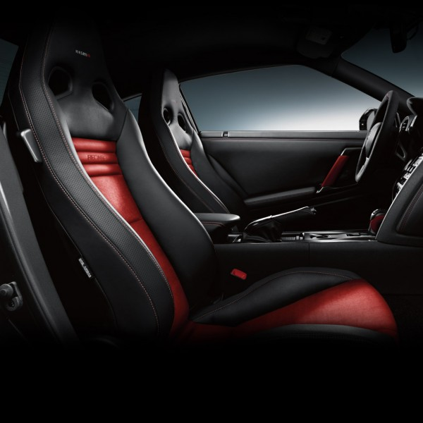 2016-nissan-gtr-nismo-luxury-interior-black-and-red-leather