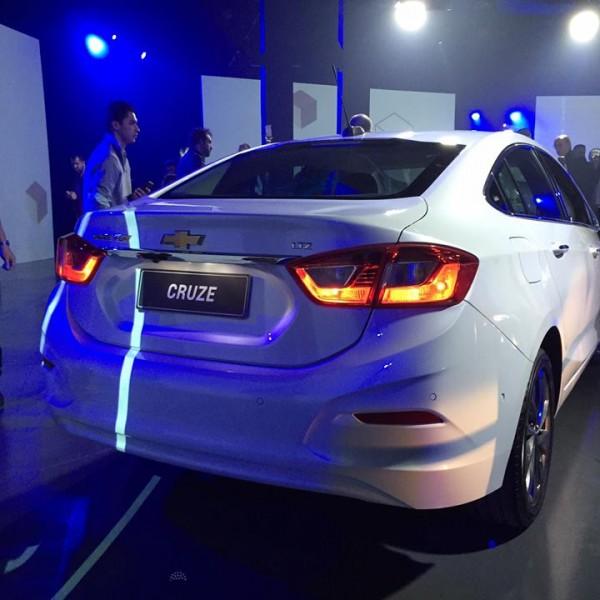 Novo-Chevrolet-Cruze-2017-11