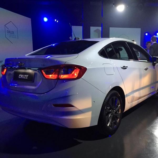 Novo-Chevrolet-Cruze-2017-13