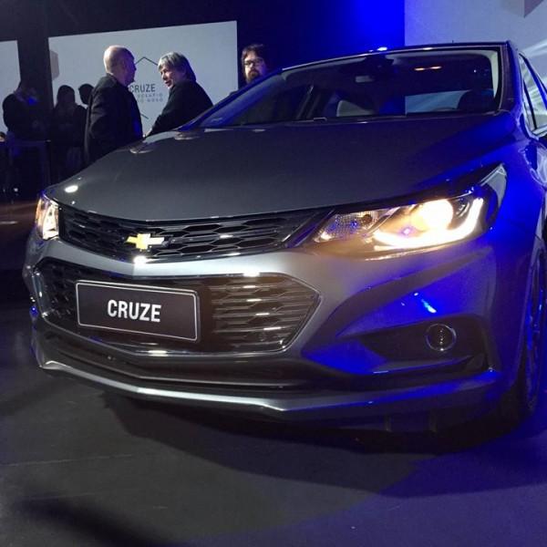 Novo-Chevrolet-Cruze-2017-16