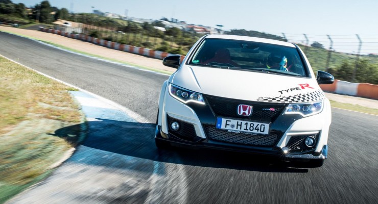73924_Honda_Civic_Type_R_sets_new_benchmark_time_at_Estoril_with_WTCC_safety-740x400