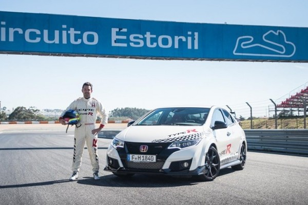 73925_Honda_Civic_Type_R_sets_new_benchmark_time_at_Estoril_with_WTCC_safety-740x400