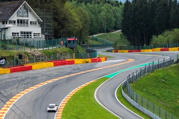 73942_Honda_Civic_Type_R_sets_new_benchmark_time_at_Spa_Francorchamps_with_Honda-740x400