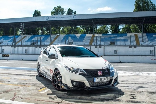 73943_Honda_Civic_Type_R_sets_new_benchmark_time_at_Monza_with_Honda_WTCC_s-740x400