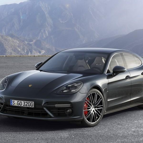 Porsche-Panamera-2017-16