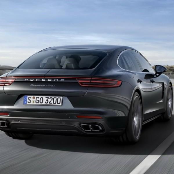 Porsche-Panamera-2017-18