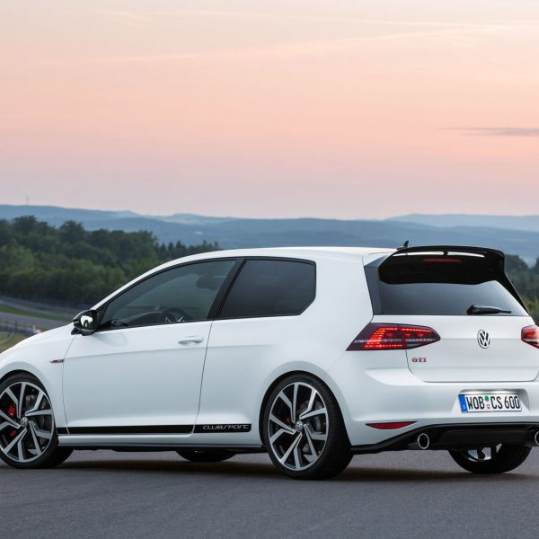 Volkswagen-Golf-GTI-Clubsport-rear-three-quarter-02.jpg-